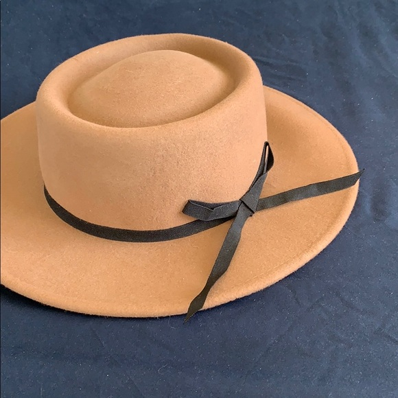 NWT wise brimmed circle hat FOREVER 21 d2d51b1ce396